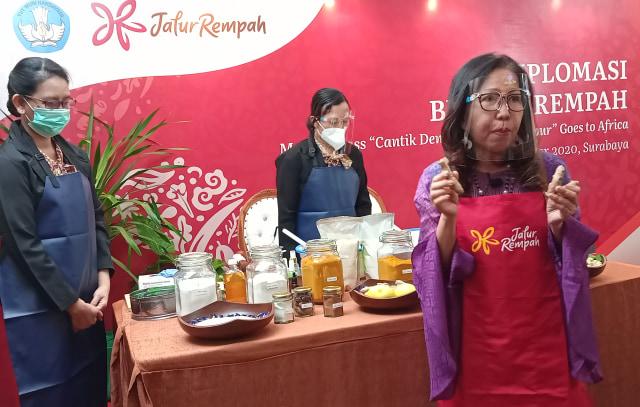 Cerita Lenywati, 11 Tahun Sukses Jualan Rempah Indonesia untuk Spa di Afrika (51711)