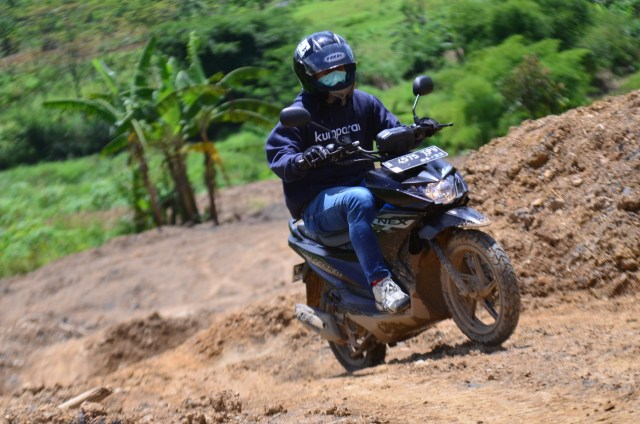 Foto: Menjajal Suzuki Nex Crossover di Aspal dan Habitat Off-Road Ringan (65919)