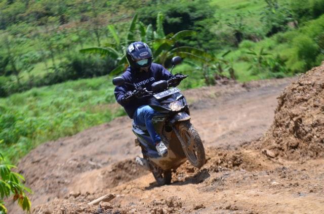 Foto: Menjajal Suzuki Nex Crossover di Aspal dan Habitat Off-Road Ringan (65901)