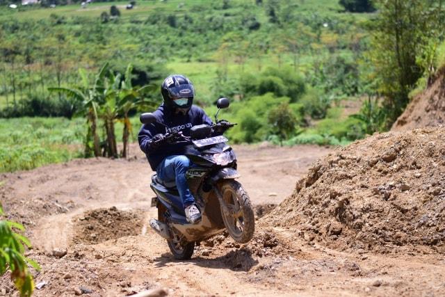 Test Ride Suzuki Nex Crossover, Motor Matik yang Bisa Diajak Main Tanah (69796)