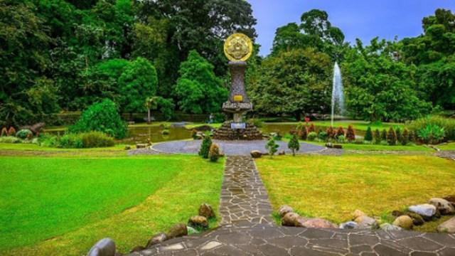 Rekomendasi 5 Kebun Raya di Indonesia untuk Wisata Bersama Keluarga (210099)