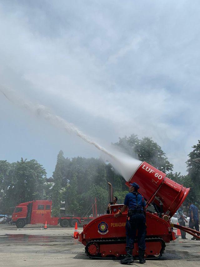 6 Potret Robot Pemadam Kebakaran Seharga Rp40 Miliar Milik Pemda DKI Jakarta (7537)