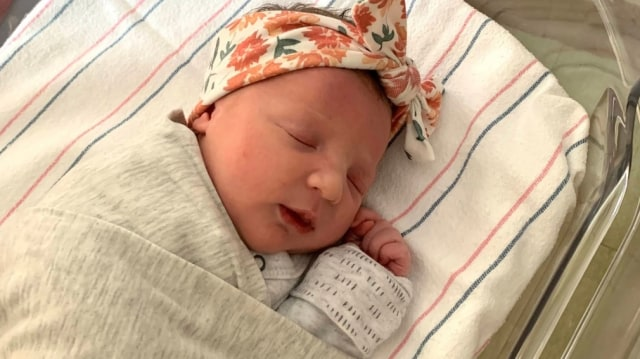Bayi 'Tertua' di Dunia Berhasil Lahir, Hampir Seumur Ibunya (25774)