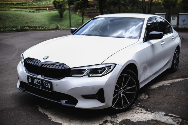 Kumparan Test Drive: Geber BMW 320i Sport di Medan Sesungguhnya (30954)