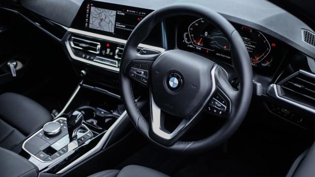 Kumparan Test Drive: Geber BMW 320i Sport di Medan Sesungguhnya (30951)
