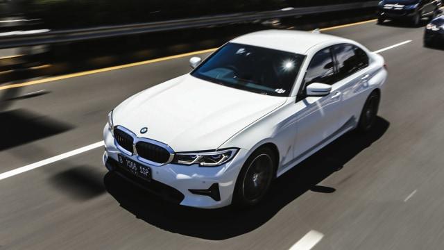 Kumparan Test Drive: Geber BMW 320i Sport di Medan Sesungguhnya (30944)