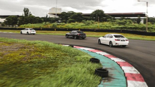 Foto: BMW 320i Sport, Asyik Dikendarai di Jalan Raya dan Sirkuit  (14602)