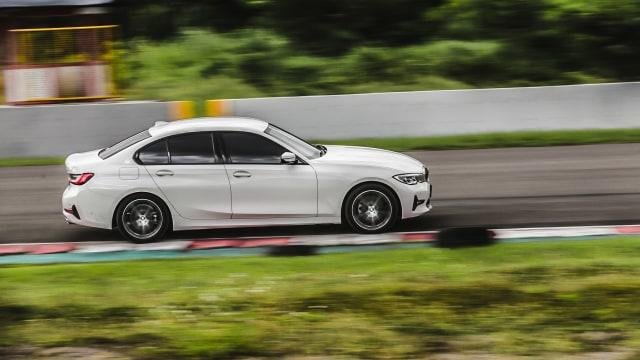 Kumparan Test Drive: Geber BMW 320i Sport di Medan Sesungguhnya (30949)