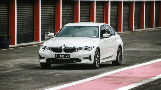 Kumparan Test Drive: Geber BMW 320i Sport di Medan Sesungguhnya (30943)