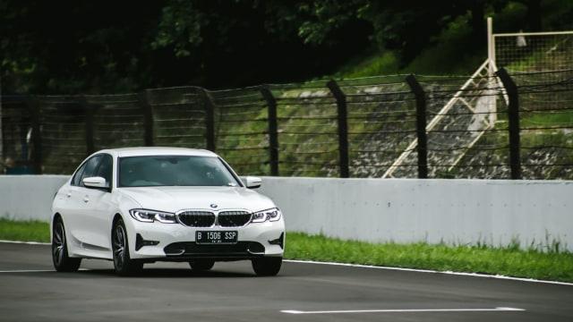 Kumparan Test Drive: Geber BMW 320i Sport di Medan Sesungguhnya (30948)