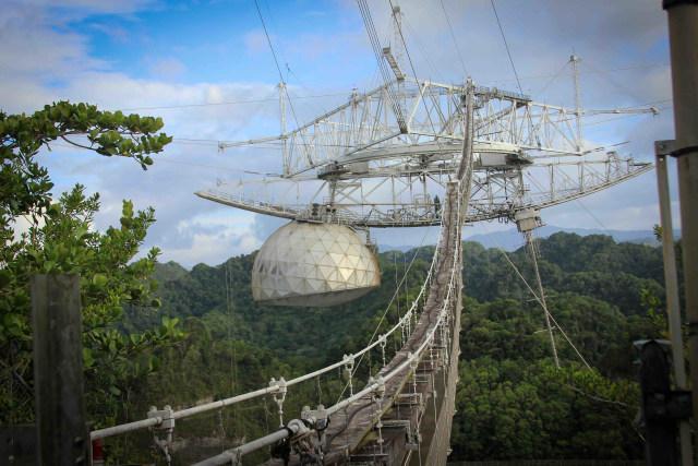 Video Detik-detik Runtuhnya Teleskop Pemburu Alien Terbesar di Dunia (435892)
