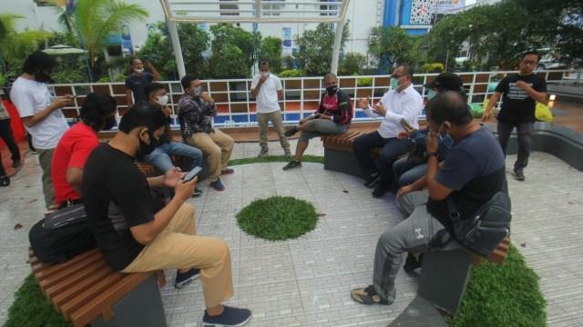 Akhyar-Salman di Hari Terakhir Kampanye: Bersepeda dan Temui Korban Banjir Medan (1)