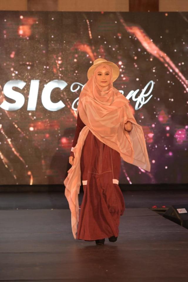 Foto: Parade Busana Muslim 'Modprem Fashionity 2020' Lina Sukijo di Banda Aceh (126852)