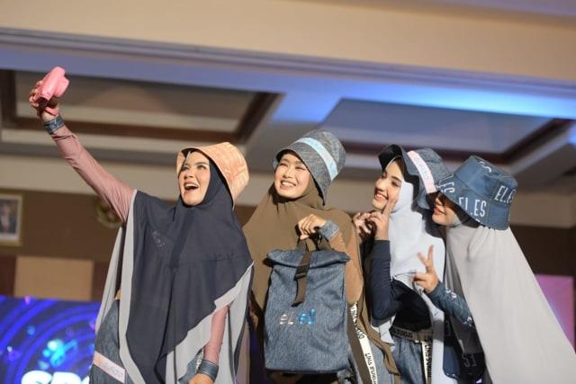 Foto: Parade Busana Muslim 'Modprem Fashionity 2020' Lina Sukijo di Banda Aceh (126854)