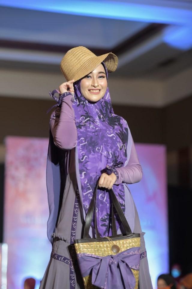Foto: Parade Busana Muslim 'Modprem Fashionity 2020' Lina Sukijo di Banda Aceh (126855)