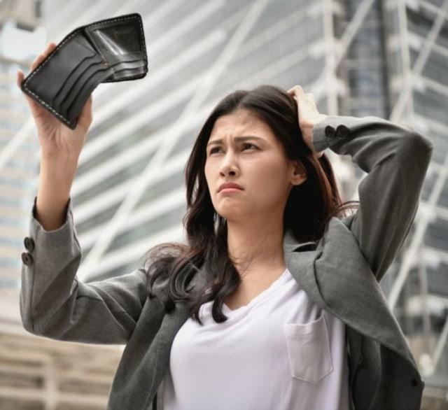 Ubah Mulai Sekarang, 8 Kebiasaan yang Tanpa Sadar Bikin Gaji Kamu Cepat Habis (45014)