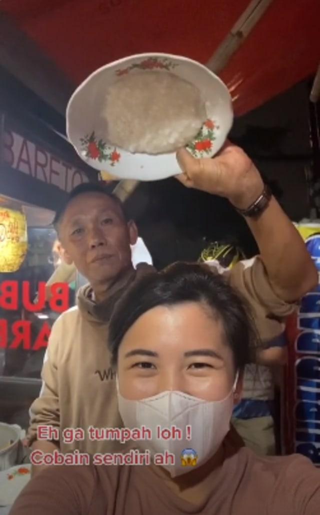 Mencicipi 'Bubur Bareto', Bubur Anti Tumpah Legendaris di Kota Bandung (266058)