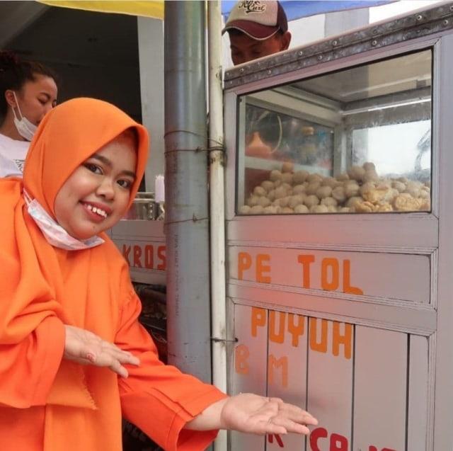 Queen of Pentol Kekeyi Lakukan Hal Ini untuk Bantu Para Pedagang (20150)