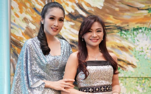 Masih Kayak ABG di Usia 53 Tahun, 7 Potret Puspa Dewi yang Viral Curi Perhatian (26675)