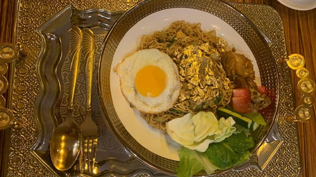 Mi Instan ala Sultan dengan Topping Emas 24 Karat, Harganya Bikin Melongo (230106)