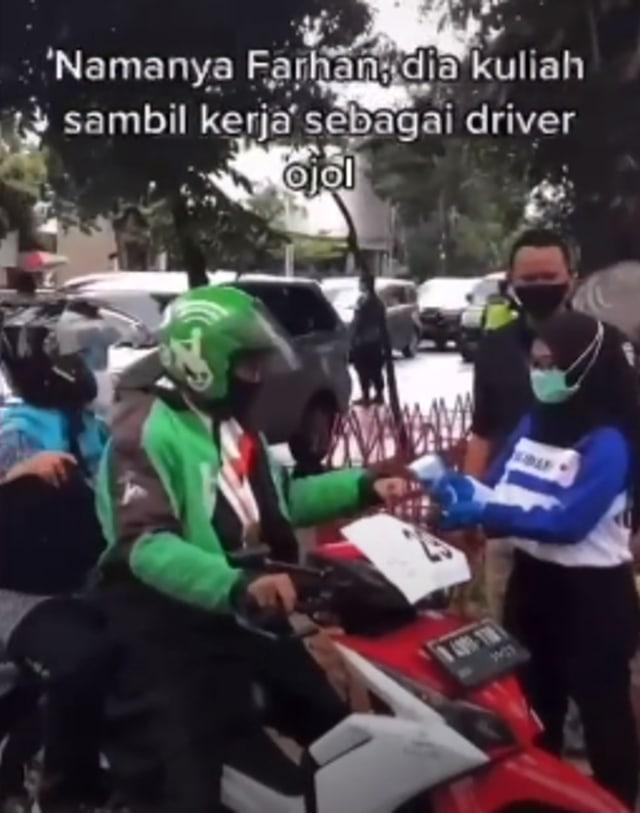 Viral Wisuda Drive Thru, Wisudawan Ini Pakai Jaket Ojol (251824)