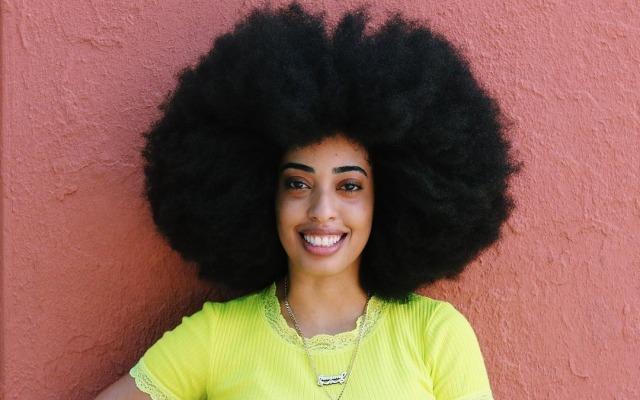Perempuan Ini Pecahkan Rekor Sebagai Pemilik Rambut Afro Terbesar di Dunia (243534)