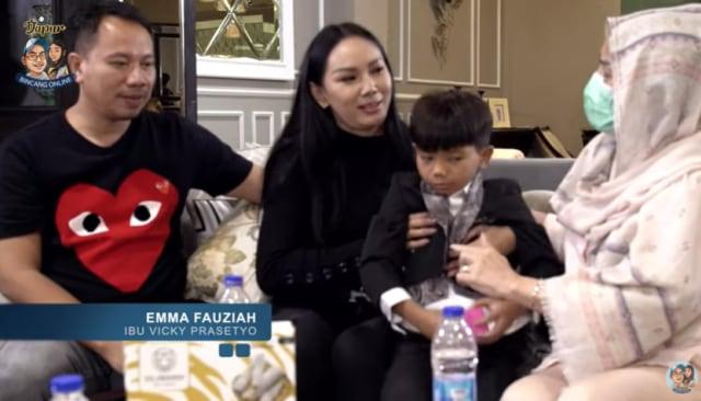 Tangis Ibunda Vicky Prasetyo Melihat Anaknya Resmi Melamar Kalina Oktarani (103817)
