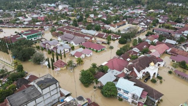 Banjir Aceh: Danrem 011 Lilawangsa Siagakan 'Pasukan Khusus' TNI Bantu Pengungsi (7465)