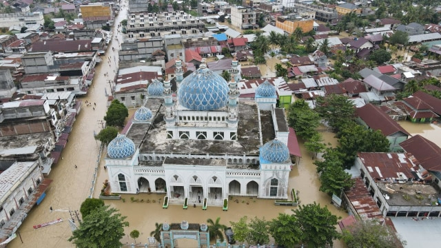 Banjir Aceh: Danrem 011 Lilawangsa Siagakan 'Pasukan Khusus' TNI Bantu Pengungsi (122548)