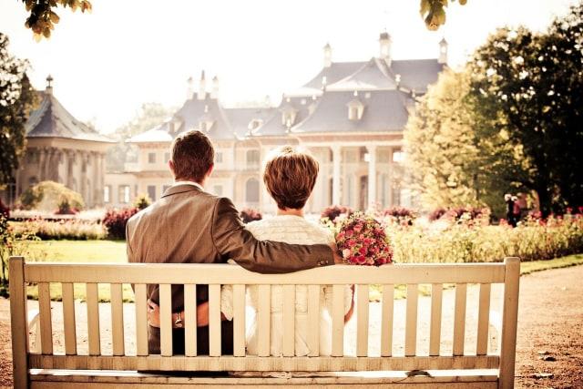 Cara Melepaskan Diri dari Cinta Buta Menurut Psikolog (138305)