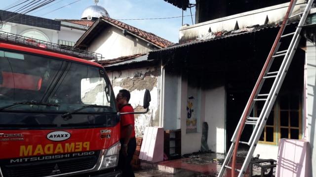 Rumah di Tegal Terbakar, Diduga Dipicu Nyala Korek Api yang Menyambar Bensin (25705)