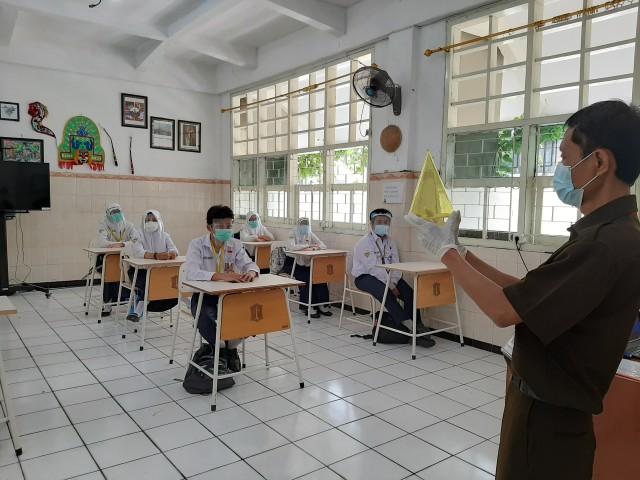 Simulasi Sekolah Tatap Muka Digelar, Tes Swab Siswa di Surabaya Masih Berlanjut (138149)