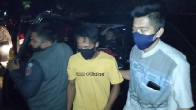 Jelang Pencoblosan, Pria di Majene Tertangkap Tangan Bagi-bagi Uang ke Warga (45036)
