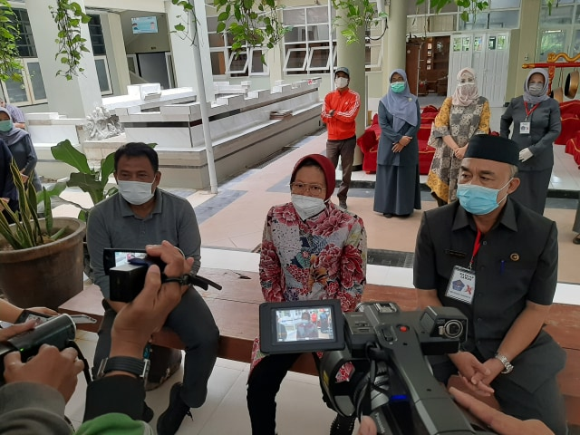 Pakai Dana CSR, Wali Kota Risma Ingin Beli Vaksin Sinovac Bagi Warga Surabaya (238453)