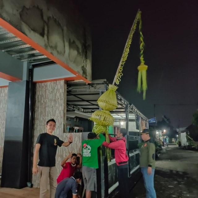 Sambut Pilkada 2020, Warga Sleman Ramai-ramai Pasang Tarub (285756)
