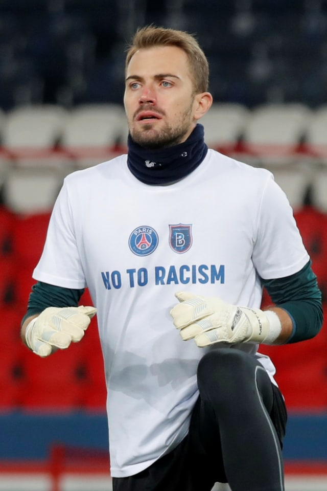 Foto: Pemain PSG dan Istanbul Basaksehir Kenakan Kaus Anti-Rasialisme (40055)