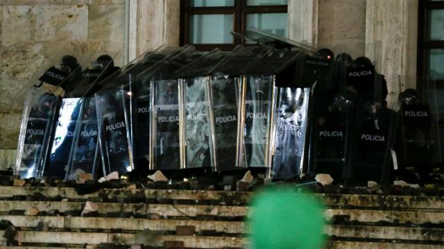 Demonstrasi Merebak Usai Polisi Tembak Mati Pelanggar Jam Malam di Albania (655410)