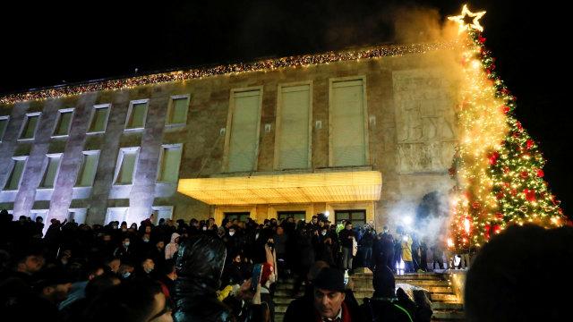 Demonstrasi Merebak Usai Polisi Tembak Mati Pelanggar Jam Malam di Albania (655409)
