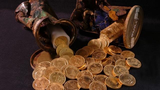 Iseng Cabuti Rumput, Tukang Kebun Ini Temukan Harta Karun Emas Abad ke-15 (28929)