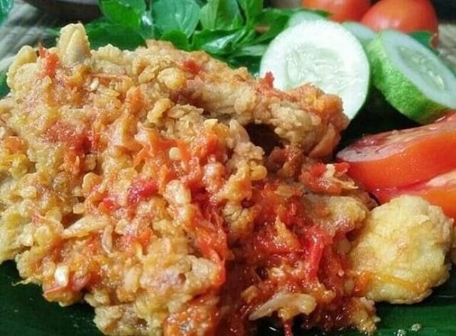 Resep Ayam Geprek Kemangi Super Pedas yang Menggoyang Lidah (28536)
