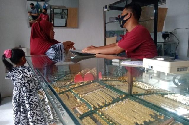 Harga Turun, Animo Masyarakat Beli Emas Meningkat di Nagan Raya, Aceh (829402)