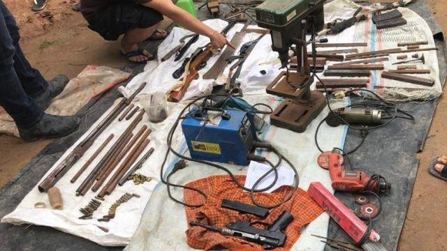 Upik Lawanga 'Si Profesor' Buat Bom Senter dan Termos Sambil Beternak Bebek (1)