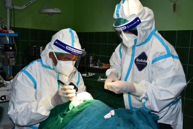 Dua Anak Penderita Bibir Sumbing Jalani Operasi Gratis di RS Aryoko Korem 181/PV (95695)