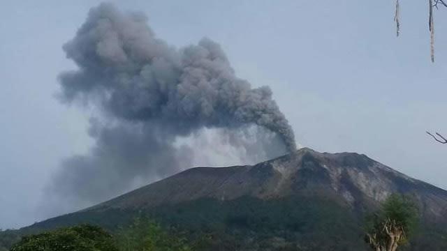 Bantuan Wagub Papua Barat untuk Korban Erupsi Lewotolok Mulai Disalurkan (3)