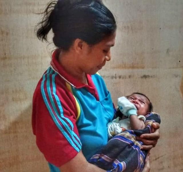 Bayi Kristina Lahir Tanpa Lubang Anus, Orang Tua Tak Ada Biaya Operasi  (2875)