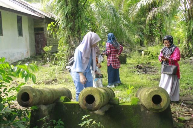 Disparbudpora-Duta Wisata Aceh Barat Kunjungi Meriam Bersejarah yang Tak Terawat (349856)