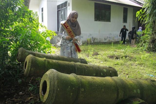 Disparbudpora-Duta Wisata Aceh Barat Kunjungi Meriam Bersejarah yang Tak Terawat (349857)