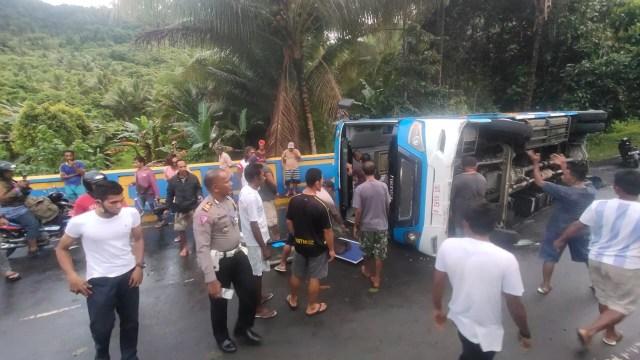 Bus Pariwisata Alami Rem Blong di Halmahera Barat, 2 Meninggal, 16 Terluka (123923)