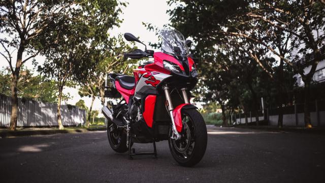 Test Ride Motor Sultan BMW S1000XR untuk Harian, Seberapa Nyaman? (140164)