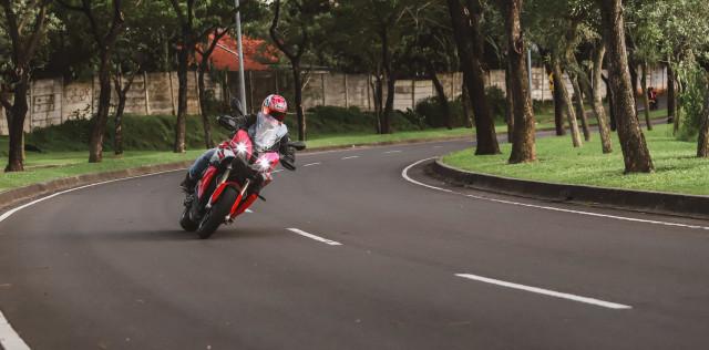 Test Ride Motor Sultan BMW S1000XR untuk Harian, Seberapa Nyaman? (140174)